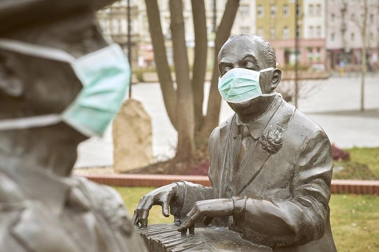 Zdjęcie nagłówkowe otwierające podstronę: Koronawirus. Nasze pojedynki z czasem pandemii